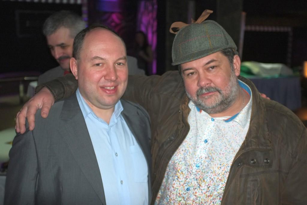 (слева направо) Дмитрий Малкин, главный редактор отдела фантастики издательства ЭКСМО, Сергей Лукьяненко, писатель-фантаст